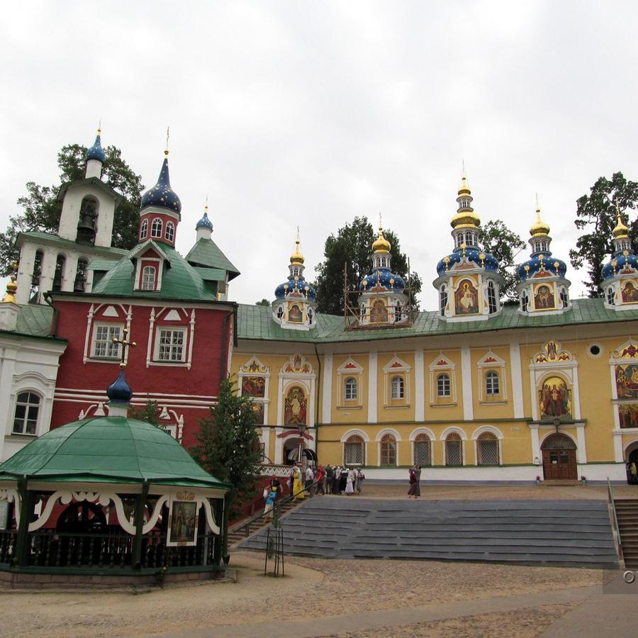 История Псково-Печерского монастыря и легендарной Изборской крепости